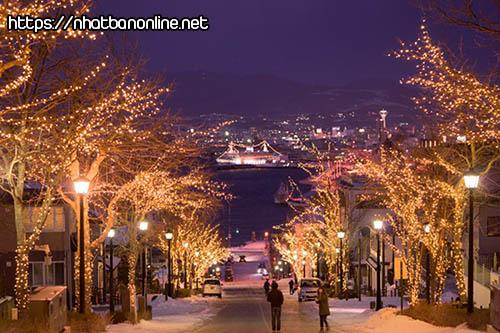 Dốc Hachiman rực rỡ về đêm - tỉnh Hokkaido Japan