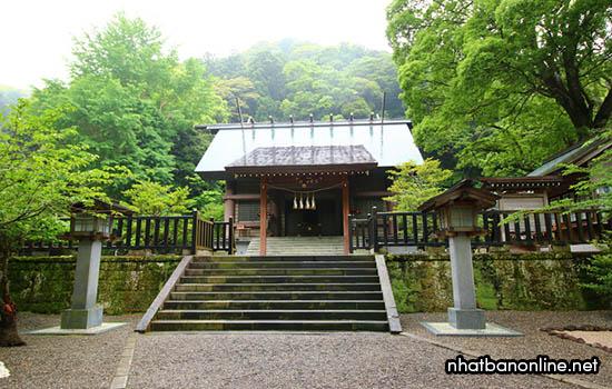 Đền thờ Awa-jinja với 2000 năm tuổi