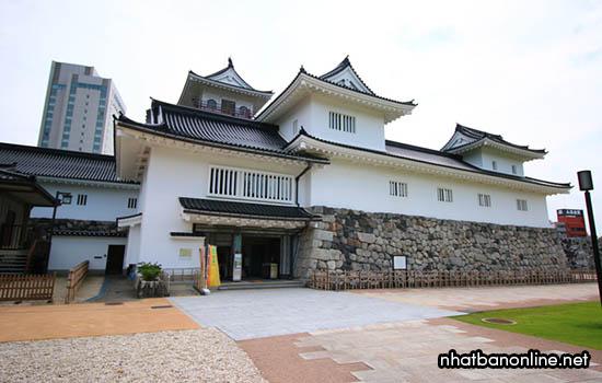Di tích thành Toyama