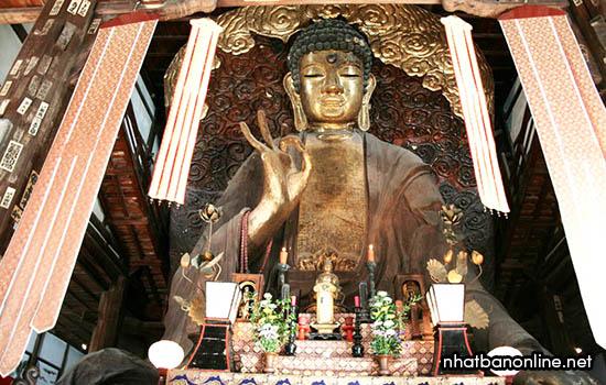 Tượng phật ở chùa Seibo - một trong tam đại phật của Nhật Bản