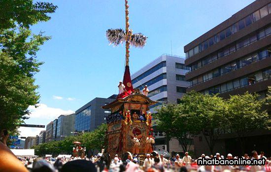 Kiệu Yamaboko cao 25m được rước trong lễ hội Gion