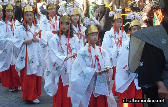 Hàng trăm ngàn người tham gia lễ hội truyền thống Takayama