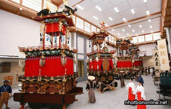 Kiệu rước trong lễ hội được trưng bày trong bảo tàng