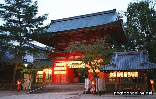 Đền Yakasa - nơi bắt đầu của lễ hội Gion