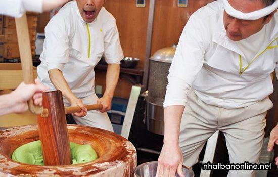 Các nghệ nhân làm bánh Mochi