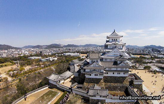 Toàn cảnh lâu đài Himeji
