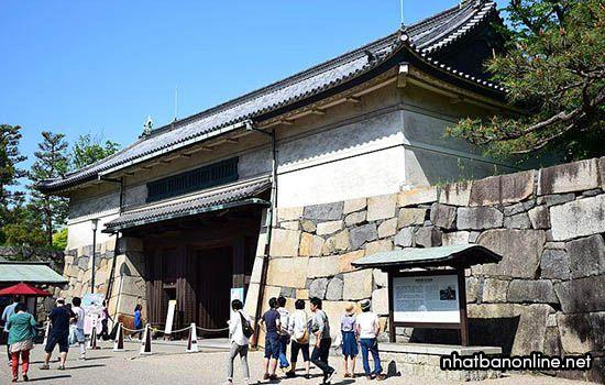 Cổng Nishinomaru-enokida của thành Nagoya