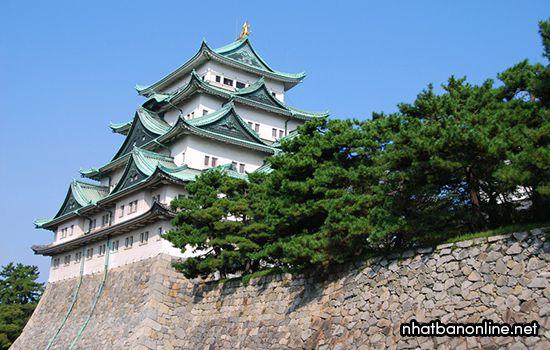 Tòa tháp chính của thành Nagoya