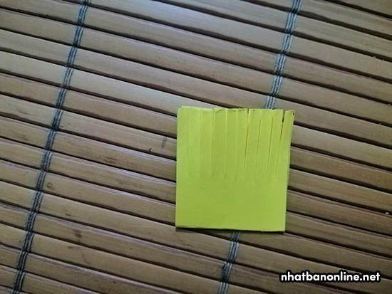 Sau khi cắt xong, mở giấy ra như ban đầu