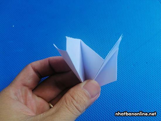 Tờ giấy được chia làm 5 phần bằng nhau
