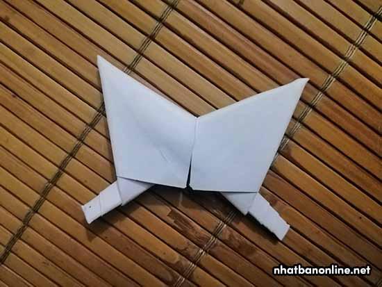 Vậy là chúng ta đã ghép được 2 cánh của ngôi sao với nhau rồi. Làm tương tự với 3 cánh còn lại.