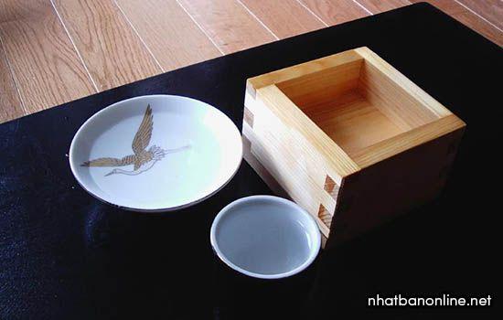 Dụng cụ uống rượu sake